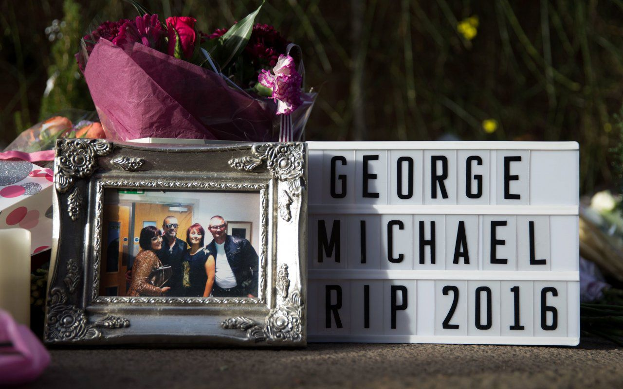 George Michael, celebrati i funerali in forma privata