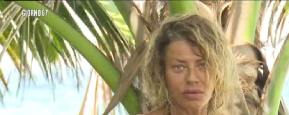 Isola dei Famosi, Eva Grimaldi cede alla fame e mangia troppo