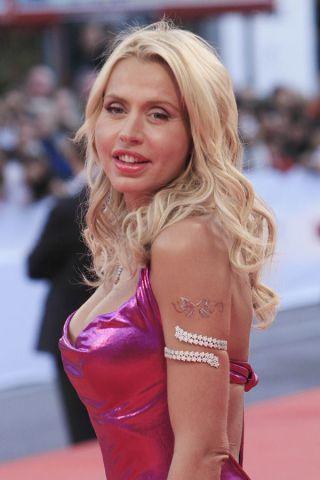 Valeria Marini, 50 anni stellari per la più vamp delle dive