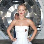 Paura in volo per Jennifer Lawrence, atterraggio d'emergenza per il jet privato