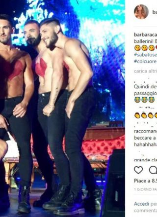 Barbara d'Urso si scatena al Gay Village e balla in difesa dei diritti Lgbt