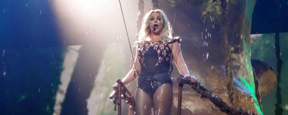 Paura per Britney Spears: un uomo invade il palco durante il concerto