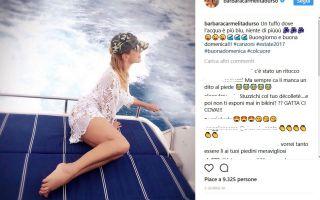 Barbara d'Urso, le polemiche per il topless non la fermano sui social