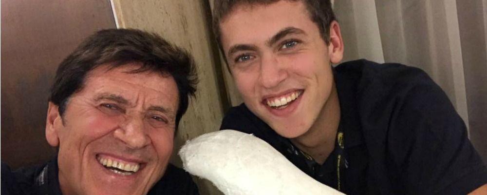 Gianni Morandi sul braccio rotto del figlio: 'Qualche giorno fa rideva molto meno'