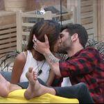 Grande Fratello Vip 2, il primo bacio è tra Carla e Jeremias