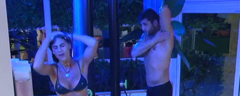 Grande Fratello Vip 2, prima doccia e prime lacrime per Cecilia Rodriguez
