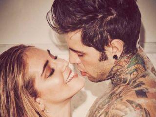 Fedez e il bacio sulla pancia a Chiara Ferragni