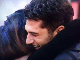 Grande Fratello Vip, Belen Rodriguez si commuove tra le braccia di Cecilia