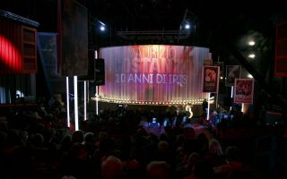 Dieci anni di Iris: Maurizio Costanzo Show, tutti gli ospiti dello speciale dedicato al cinema