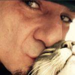 L'addio commovente di J-Ax al gatto Little: 'C'eri quando tutti mi hanno abbandonato'