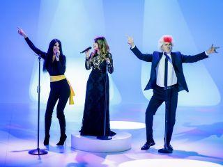 Cristina D'Avena e il duetto con Ilary Blasi e Teo Mammucari tra Occhi di gatto e Kiss me Licia