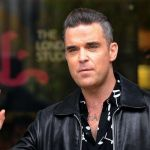 Take That, Robbie Williams apre a una nuova reunion ma poi fa marcia indietro