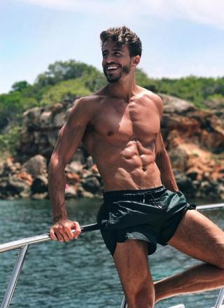 Marco Ferri, le foto del sexy naufrago de L'isola dei Famosi 2018