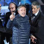Sanremo 2018, Fiorello apre il festival: show con invasione di palco