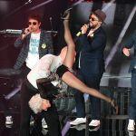 Paddy Jones, le evoluzioni a Sanremo della nonna acrobatica