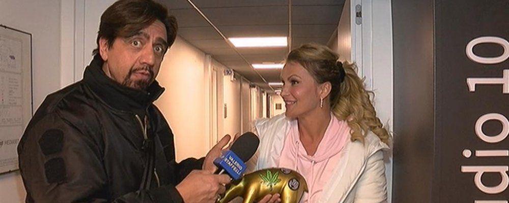 Isola dei famosi 2018, Eva Henger riceve il Tapiro d'oro