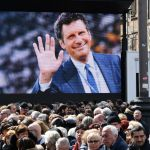 Funerali Fabrizio Frizzi, l'ultimo saluto da piazza del Popolo