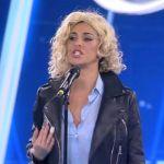 Amici 17, sesto serale: Belen imita Emma Marrone, Carmen vince la puntata