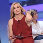 Lorella Cuccarini sbotta per Fan Caraoke. Il direttore di Rai 2 si scusa
