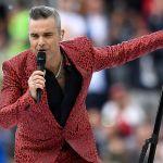Robbie Williams spiega il dito medio ai Mondiali: 'Non posso fidarmi di me stesso'