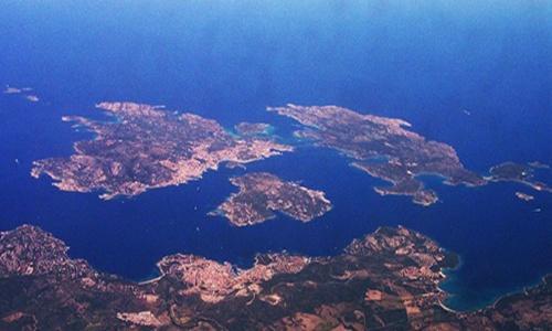 La Maddalena, l'arcipelago amato e maltrattato