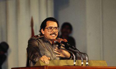 Daniel Ortega durante un comizio negli anni Settanta (Foto: Jason Bleibtreu/Sygma/Sygma via Getty Images)