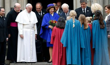 LUND, SWEDEN - OCTOBER 31:  Mons. Mauricio Rueda Beltz, Vatican Prelate Secretary of the Secretariat for the Economy Alfred Xuereb, Pope Francis, Queen Silvia of Sweden and King Carl XVI Gustaf of Sweden greet wellwishers at Kungshuset on October 31, 2016 in Lund, Sweden. The Pope is on 2 days visit attending Catholic-Lutheran Commemoration in Lund and Malmo.  (Photo by Michael Campanella/Getty Images)