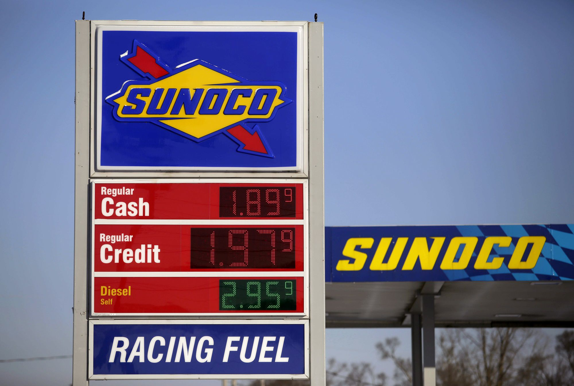 FLINT, MI - JANUARY 6 : Regular gas cash price is displayed for $1.89 a gallon at the Sunoco station January 6, 2015 in Flint, Michigan. Crude oil dropped below $50 a barrel Tuesday making the average regular gallon of gas across the nation $2.194 according to AAA Daily Fuel Gauge Report. (Photo by Joshua Lott/Getty Images)