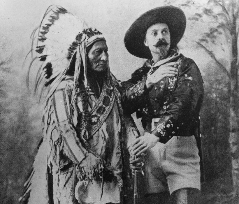 Toro Seduto e Buffalo Bill in un'immagine del 1890 circa (Foto: Barry/Hulton Archive/Getty Images).