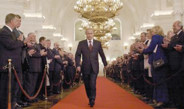 Vladimir Putin al Cremlino.  (Foto di: ALEXANDER ZEMLIANICHENKO/AFP/Getty Images)