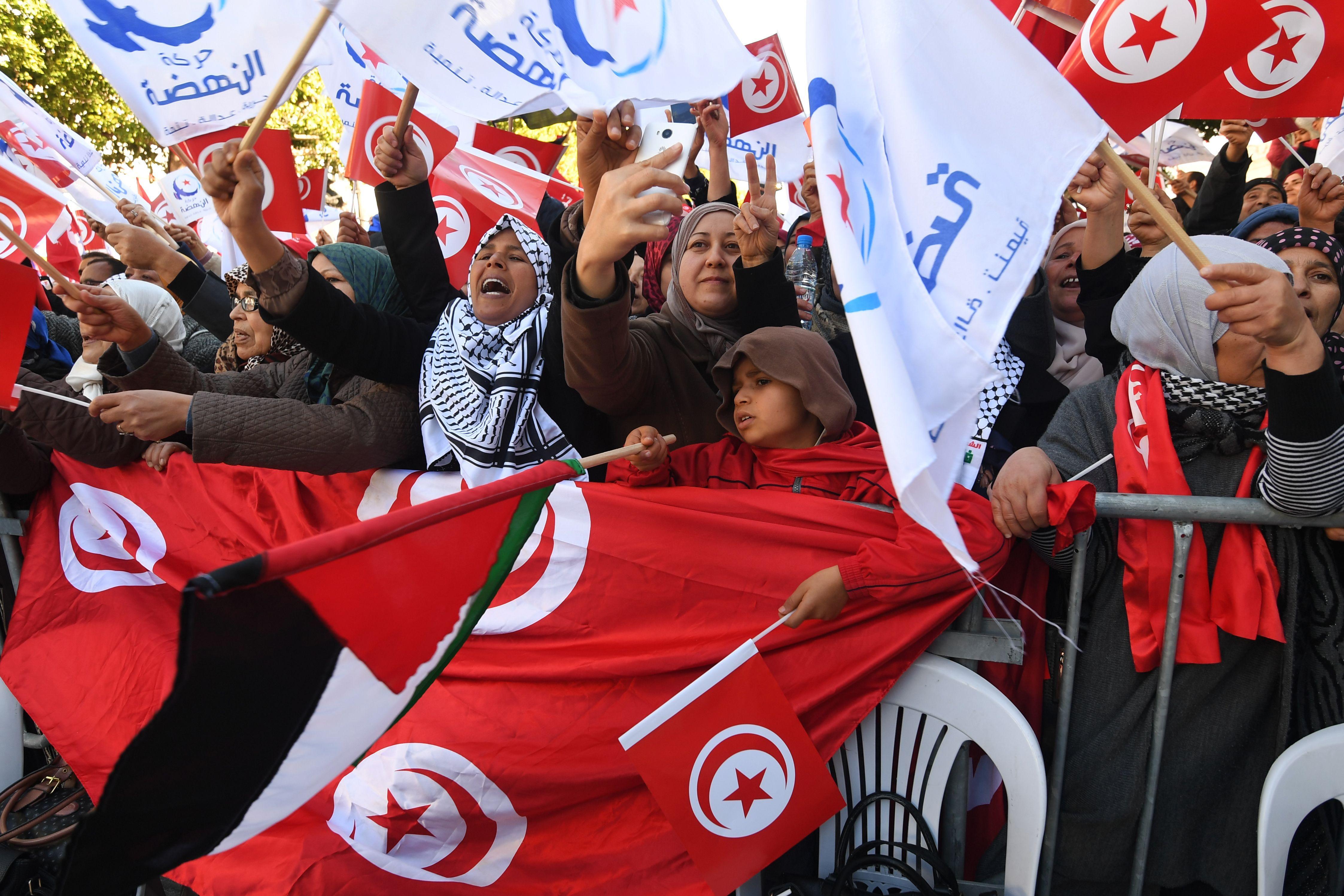 I tunisini scendono in piazza per commemorare l'anniversario delle proteste del gennaio 2011.     (Foto di: FETHI BELAID/AFP/Getty Images)