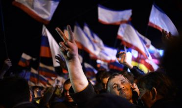 Manifestanti filo-russi a Sevstopol', marzo 2014        (Foto: DIMITAR DILKOFF/AFP/Getty Images).