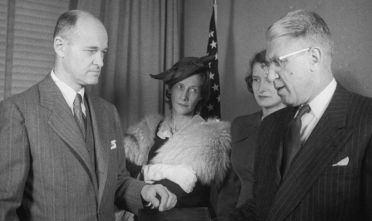 US diplomat and historian George F Kennan (1904 - 2005, left) is sworn in as Ambassador to the Soviet Union by Raymond Muir, as Kennan's wife and daughter look on, 1952. (Photo by Hulton Archive/Getty Images)