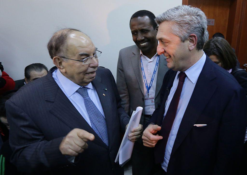 L'alto commissario Onu per i rifugiati Filippo Grandi (d) con Abdulrahman Attar, presidente della Sarc a Damasco nel gennaio 2016.  Foto di: LOUAI BESHARA/AFP/Getty Images