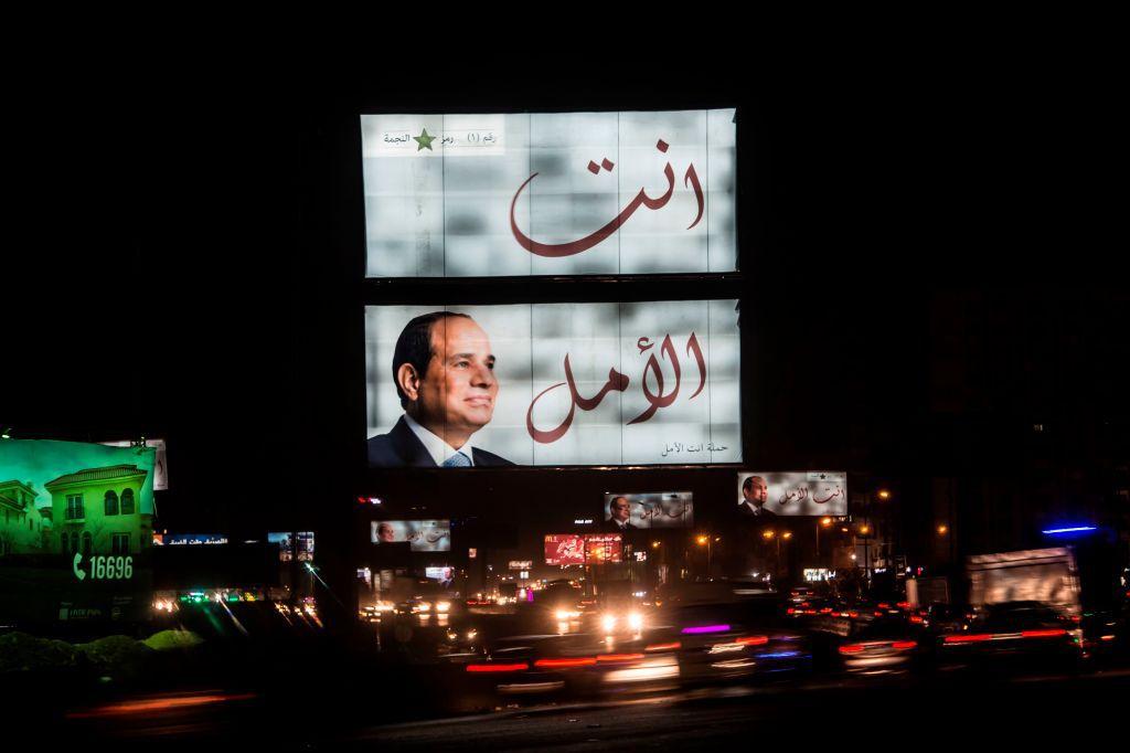 Un manifesto in sostegno alla campagna elettorale di Sisi al Cairo. Foto di: KHALED DESOUKI/AFP/Getty Images