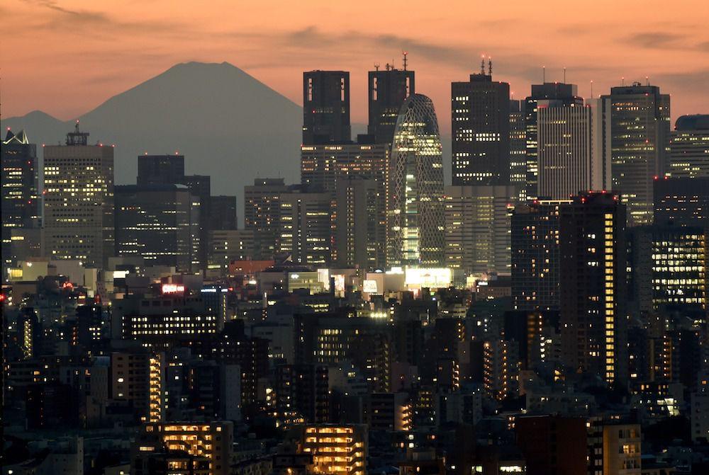 Panoramica di Tokyo con il Monte Fuji alle spalle,  2016 (Foto: KAZUHIRO NOGI/AFP/Getty Images).