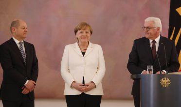 Il ministro delle Finanze Scholz, la cancelliera Merkel e il presidente Steinmeier. Foto di Michele Tantussi/Getty Images.