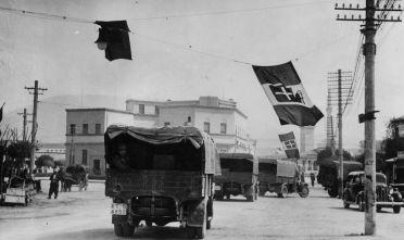 Carri militari italiani a Tirana, aprile 1939 (Foto: Keystone/Getty Images).