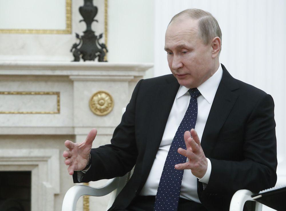 Putin durante l'incontro al Cremlino con l'emiro del Qatar al-Thani il 26 marzo 2018 (Foto: SERGEI KARPUKHIN/AFP/Getty Images).