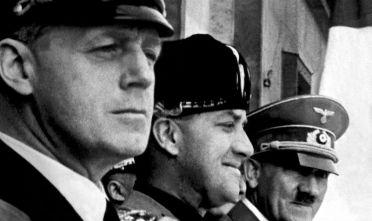 Ribbentrop, Ciano e Hitler a Berlino il giorno della firma del Patto d'Acciaio, 22 maggio 1939 (Foto: AFP/Getty Images).