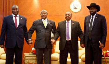From left to right, South Sudan's opposition leader Riek Machar, Ugandan President Yoweri Museveni, Sudanese President Omar al-Bashir and South Sudanese President Salva Kiir, pose for a group picture before their meeting in khartoum on June 25, 2018 - South Sudanese President Salva Kiir and arch-foe Riek Machar met for a new round of peace talks after a first meeting last week faltered. (Photo by ASHRAF SHAZLY / AFP)        (Photo credit should read ASHRAF SHAZLY/AFP/Getty Images)