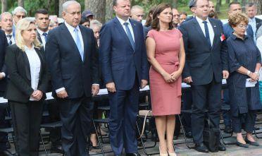 Benjamin Netanyahu con il primo ministro lituano Saulius Skvernelis, 24 agosto 2018 (Photo credit should read PETRAS MALUKAS/AFP/Getty Images)