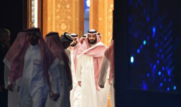TOPSHOT - Saudi Crown Prince Mohammed bin Salman (C) arrives to attend a session during the Future Investment Initiative (FII) conference in the capital Riyadh on October 24, 2018. - Saudi Arabia is hosting the key investment summit overshadowed by the killing of critic Jamal Khashoggi that has prompted a wave of policymakers and corporate giants to withdraw. (Photo by FAYEZ NURELDINE / AFP)        (Photo credit should read FAYEZ NURELDINE/AFP/Getty Images)