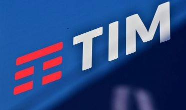 This picture taken on February 4, 2016 shows the logo of Italian mobile telephony company TIM (Telecom Italia) in Milan.  / AFP / GIUSEPPE CACACE        (Photo credit should read GIUSEPPE CACACE/AFP/Getty Images)