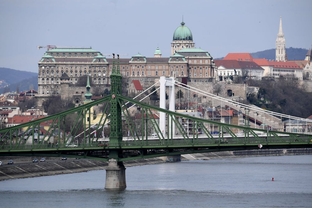 Vista di Budapest dal Danubio, via Getty Images.