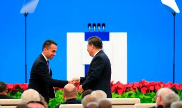 Italian Foreign Minister Luigi Di Maio (L) shakes hands with Chinese President Xi Jinping following his speech at the opening ceremony of the China International Import Expo in Shanghai on November 5, 2019. (Photo by ALY SONG / POOL / AFP) (Photo by ALY SONG/POOL/AFP via Getty Images)