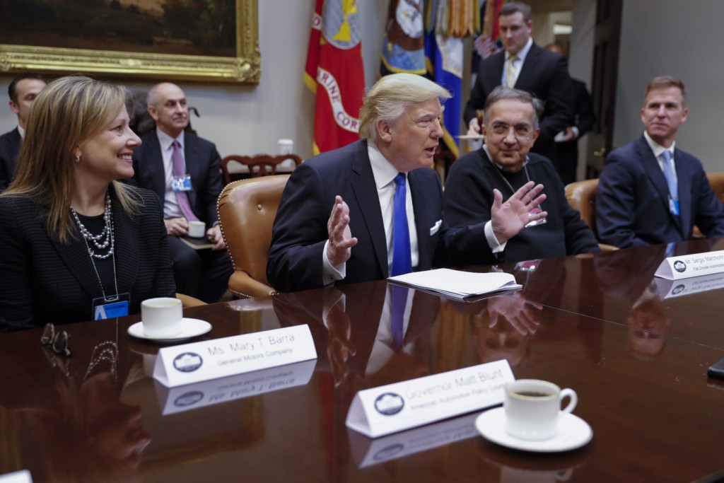 Donald Trump si incontra con i leader del settore automobilistico