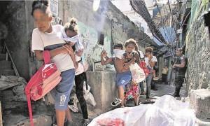 Da tre settimane la favela a sud di Rio è al centro di una battaglia furibonda (José Lucena, Fotoarena.br)