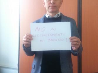 """Filippo Accettella: """"No ai licenziamenti in bianco"""", dice il suo cartello"""
