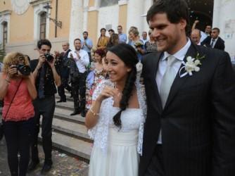 Rossella Urru con il marito Enric Gonyalons ©La Nuova Sardegna
